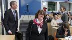 Finma-Direktor Patrick Raaflaub und Finma-Präsidentin Anne Heritier Lachat auf dem Weg zur Präsentation des Jahresberichtes 2012 in Bern.