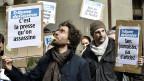 Etwa 50 Angestellte der «Tribune de Genève» protestieren am 27. März in Genf gegen die Sparvorhaben von Tamedia.