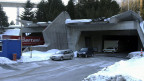 Der als Warendepot und Parkplatz genutzte Tunneleingang des Südportals ist als Einfahrt für die zweite Gotthardröhre gedacht.