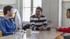 Drei Männer im Gespräch im Asylcenter Gutshof in Enggistein, Worb, Bern im Februar 2013.
