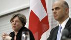 Isabelle Chassot, neue Direktorin des Bundesamts für Kultur an der Medienkonferenz im Bundeshaus mit Bundesrat Alain Berset.
