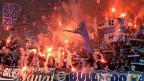 GC-Fans entzünden Feuerwerkskörper nach dem Sieg im Schweizer Fussball-Cup-Finale zwischen FC Basel und Grasshopper Zürich im Stade de Suisse Stadion in Bern, am Montag, 20. Mai 2013.