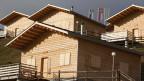 Das Maiensässdorf Aclas mit den 19 Ferienhäuser im Skigebiet Oberurmein am Heinzenberg. Das Maiensässdorf und Ferienresort Aclas der Bündner Unternehmung Grischalpin am Heinzenberg im bündnerischen Domleschg wurde im Dezember 2008 eröffnet. Langfristig sind weitere 10 Ferienresorts in Graubünden geplant.