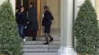 Finanzministerin Eveline Widmer-Schlumpf auf dem Weg an eine Sitzung mit den Fraktionschefs der Bundesratsparteien. Thema: Der Steuerdeal mit den USA.