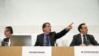 FDP-Ständerat Martin Schmid,SVP-Nationalrat Heinz Brand und CVP-Ständerat Stefan Engler (von links) äussern sich zur Umsetzung der Zeitwohnungsinitiative.