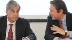 Rudolf Wehrli, Präsident economiesuisse, links, und CEO Pascal Gentinetta, rechts, stellen sich den Fragen der Journalisten, anlässlich der Jahres Pressekonferenz am Donnerstag, 17. Januar 2013, in Zürich.
