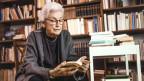 Die Schriftstellerin und Journalistin Laure Wyss würde am 20. Juni 2013 100 Jahre alt. Archiv-Aufnahme vom 19. Januar 1998 in Zürich.