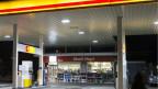 Zur Zeit dürfen in Tankstellenshops von 01.00h bis 05.00h nur Gastronomieprodukte verkauft werden.