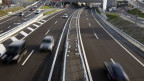 Auf Schweizer Autobahnen rollt immer mehr Verkehr: In den letzten 20 Jahren hat sich die Zahl der Autos und Lastwagen verdoppelt.