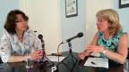 SRF-Redaktorin Susanne Brunner befragt Jacqueline de Quattro in ihrem Büro in Lausanne.