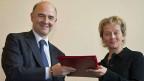 Frankreichs Finanzminister Pierre Moscovici und seine Schweizer Amtskollegin Eveline Widmer-Schlumpf in Paris.