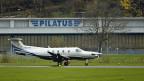 Eine Pilatus PC-12 vor den Pilatuswerken in Stans.