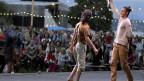Kultureller Genuss für alle, auch für Behinderte, schafft das 34. Zürcher Theater Spektakel. Bild: Start zum Zürcher Theaterspektakel auf der Landiwiese am Donnerstag, 16. August 2012.