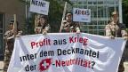 Im Juni 2013 protestierten GSoA-AktivistInnen vor dem Hauptsitz der Söldnerfirma Aegis in Basel.