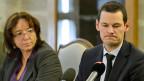 Sandra Favre de Oliveira, im Kanton Genf verantwortlich für den Strafvollzug und der Genfer Justizdirektor Pierre Maudet an der Medienkoferenz zum Tod der jungen Sozialtherapeutin am 13. September in Genf.
