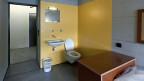 Verwahrte Häftlinge wie auch Häftlinge mit einer unbestimmten Haftstrafe, sind in einer geschlossenen Anstalt untergebracht, zum Beispiel in Lenzburg (Bild).