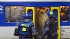 Extrazüge für Fans erfordern mehr Polizeikräfte, das treibt die Kosten in die Höhe.  Bild: Rückkehr von Fans des FC Lausanne nach einem Spiel gegen den FC Servette,m am 29. Mai 2013.