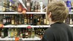 Der Nationalrat will - im Gegensatz zu Bundesrat und Ständerat - keine Mindestpreise für Alkohol.