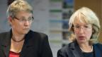Die Sicherheitsdirektorin Jacquline de Quattro (rechts) tritt die Polizei an die Innendirektion von Béatrice Métraux ab. Polizei, Gericht und Strafvollzug sind damit neu in einem Departement vereint und unter der Verantwortung der grünen Regierungsrätin Métraux.