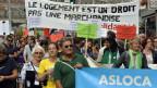 In Genf stehen auf 1000 Wohnungen gerademal drei leer. Der Schweizer Durchschnitt liegt bei zehn. Demonstranten protestieren gegen die Immobilienkrise in Genf am Samstag, 28. September 2013.