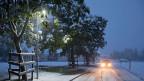 Der Winter kommt - auch die Strassen des Churer Rheintalswaren am Freitagmorgen schneebedeckt.