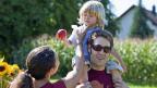 Die Gewerkschaft Travail Suisse möchte Familien lieber mit höheren Familienzulagen unterstützen als mit Steuerabzügen.