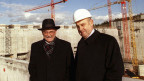Hans Rudolf Lutz (links), damaliger Geschäftsführer der Zwilag, und Kurt Küffer (rechts), Präsident des Verwaltungsrates der Zwilag am Donnerstag  8. Januar 1998 auf der Baustelle des zentralen Zwischenlagers in Würenlingen.  Archivbild.