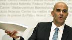 Bundesrat Alain Brset an der Mmedienkonferenz zur Reform der Altersvorsorge.