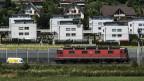 Siedlung mit Einfamilien- und Mehrfamilienhäuser in Oberwangen bei Bern am 23. August 2013.