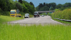 Das Ende der Oberlandautobahn A53 im Kreisel Betzholz bei Hinwil.  Befürworter der Oberlandautobahn forderten, dass der Bund die A53 zügig übernehmen und die Lücke schliessen soll.  Jetzt verzögert sich das Projekt wohl ein weiteres Mal um Jahre.