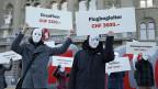 Im Nationalratssaal die Debatte - auf dem Bundesplatz die Demonstration für einen Mindestlohn von 4000 Franken.