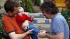 Der Bundesrat will es gleichgeschlechtlichen Paaren ermöglichen, das leibliche Kind des Partners zu adoptieren. Symbolbild.