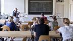 Alle beugen sich zum selben Zeitpunkt über dieselben Aufgaben in Deutsch und Mathe. Das Ziel: Schülerinnen und Schülern sollen sich vergleichen können.