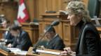 Finanzministerin Eveline Widmer-Schlumpf sagt in der Nationalratsdebatte,:  «Die Alternative zu diesem Vertrag ist – kein Vertrag, weil Frankreich an sich gar nicht an einem Vertrag interessiert ist».