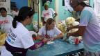 Katastrophenhelferin Yvonne Affolter während ihres Einsatzes auf der Insel Bantayan vor Cebu.