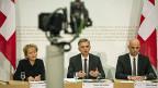 Bundesrätin Eveline Widmer-Schlumpf und die Bundesräte Didier Burkhalter und Allain Berset an der Medienkonferenz zur Europapolitik.