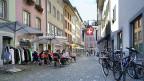 Baden und Aarau sind die grossen Zentren im Aargau, aber mit 20'000 und 18'000 Einwohnern sind sie nur Kleinstädte. Bild: Eine Strasse in der Altstadt von Aarau.