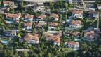 Wo Landschaft zerstört wird. Villen und Baustellen in Locarno, Tessin.