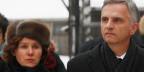 Bundespräsident Didier Burkhalter, rechts, und seine Frau Friedrun besuchen die Baracken des ehemaligen deutschen Nazi-Todeslager von Auschwitz-Birkenau in Polen am 28. Januar 2014.
