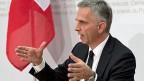 Bundespräsident Didier Burkhalter informiert über die Beshclüsse des Bundesrates zum Verhältnis Schweiz-EU nach dem Ja zur Initiative gegen Masseneinwanderung.
