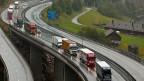 Vor allem ausländische Lastwagen sollen noch mehr auf die Schienen verlagert werden.