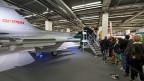 Ein Modell des schwedischen Kampfjets an der Muba in der Messe Basel.