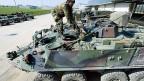 Kriegsmaterial-Exporte sind nur noch dann verboten, wenn das Material direkt für Menschenrechtsverletzungen eingesetzt wird. Bild: Ein Piranha-Panzer der Schweizer Firma Mowag.
