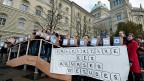 Der Verband der Schweizer Studierenden  bei der Einreichung der Stipendieninitiative am 20. Januar 2012.