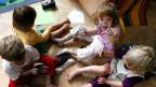 Mit einem einheitlichen Qualitäts-Check können Eltern besser entscheiden, ob die Krippe die pädagogischen Kriterien erfüllt. Bild: Kinder in der Berner Kindertagesstätte Taka-Tuka.