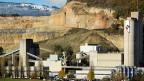 Die  Zementfabrik von Holcim in Eclepens