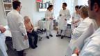 Sieben von zehn SpitalärztInnen arbeiten länger als das Arbeitsgesetz erlaubt, mehr als 50 Stunden pro Woche.