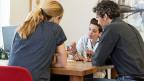 Viele junge Hausärzte wollen weg vom Einzelkämpfertum in der eigenen Praxis - hin zu neuen Arbeitsmodellen.