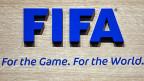 Noch diesen Frühling wird der Bundesrat eine Botschaft verabschieden: Privatbestechung soll als Offizialdelikt im Strafgesetz verankert werden, der Staat soll also bei Korruptionsverdacht von sich aus handeln – gegebenenfalls auch bei der Fifa.