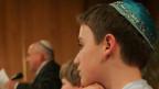 Junge mit Kippa, der traditionellen jüdischen Kopfbedeckung. Symbolbild.